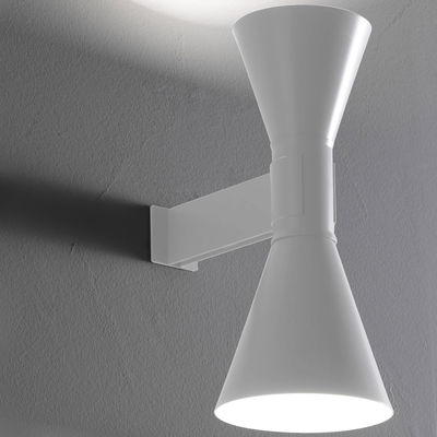 wall-light-de-marseille-by-le-corbusier-white_madeindesign_206795_large